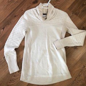 Eddie Bauer white sweater with patterns